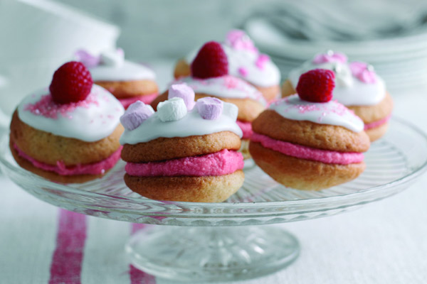 Very-Berry-Whoopies-a